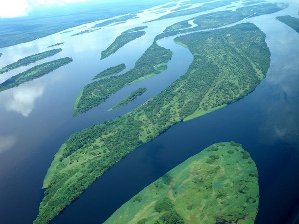 Aerial view of the Congo River. In the majority of rivers in the Global South water pollution has worsened since the 1990s. © UNEP