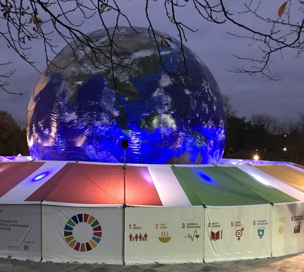 Dusk sets in over the globe at the Bonn Climate Conference. <br/> Photo: © Gianni Maier
