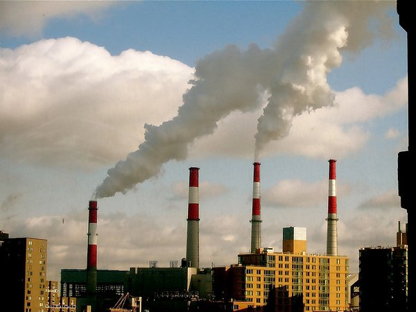 Power plant: In 101 countries (representing 50 per cent of global emissions) emissions increased in the presence of growing GDP. <br/> Photo: Wladimir Labeikovsky (flickr)
