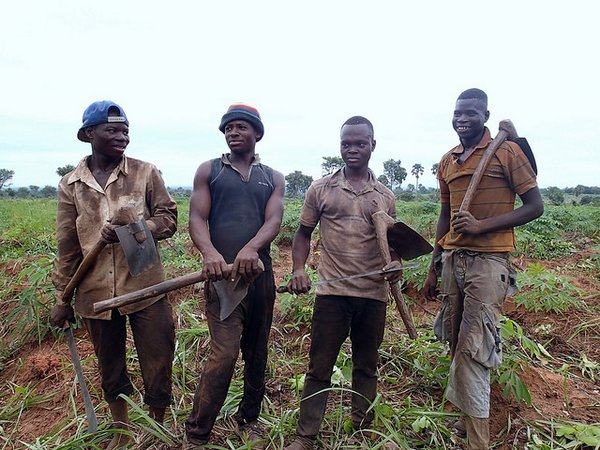 Young farm workers in Ghana<br/>Photo: © sicrump (flickr)