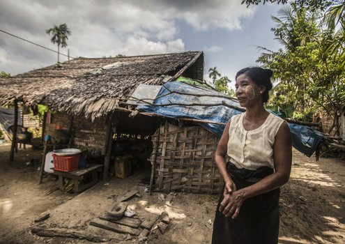 Woman in Taung Ywar Village, Maungdaw, Myanmar: Smallholders are hardest hit by climate shocks. <br/> Photo: © FAO/Hkun Lat