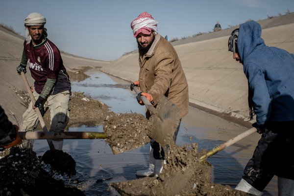 Cleaning the main Al Jazeera irrigation canal to resupply water for agricultural production.<br/>Photo: ©FAO/Cengiz Yar