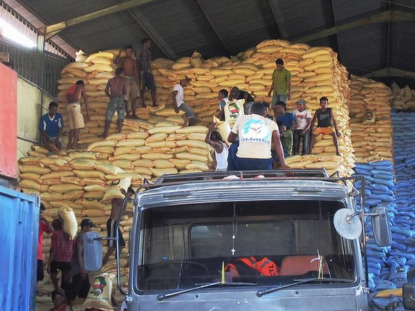 Bags of rice being unloaded at a warehouse in Dili, East Timor <br/>Photo: © David Stanley (flickr)