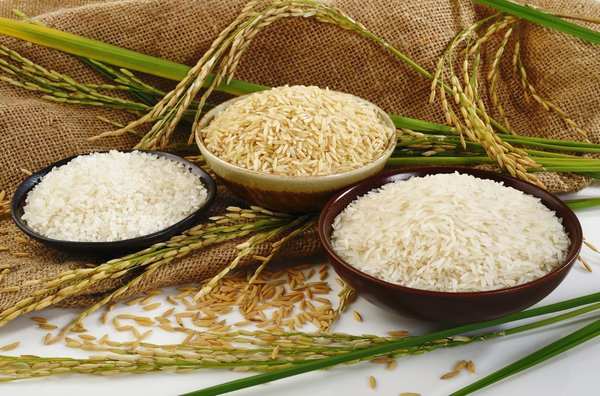 Different rice varieties in bowls.